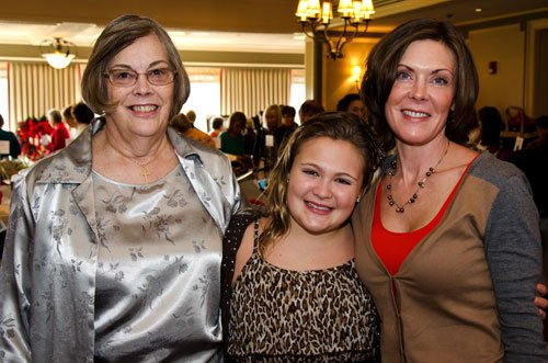 Shelly Cacchione, right, with her mother, Prudy Pray, and her daughter, Madeline, age 12