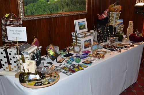 Display of jewelry, artwork and home décor from Geary's Studio